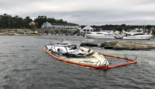 Fritidsbåt brant gjennom hele natten på Tjøme