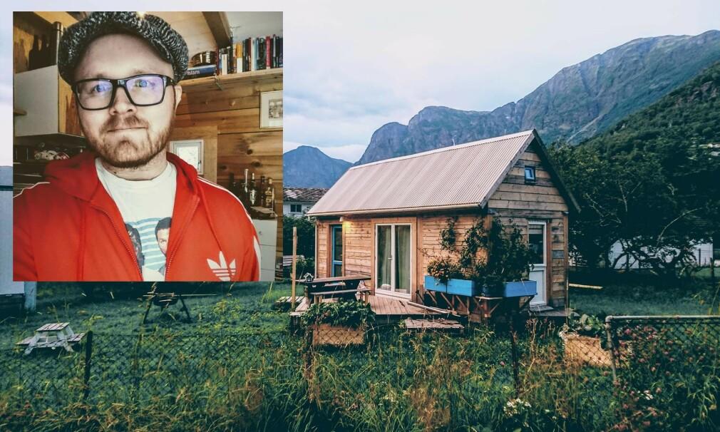 DET LILLE LAFTHUSET: I tre år har Gøran Johansen hatt minihuset sitt stående på en gårdstomt i Aurland, men nå har han kjøpt egen tomt og skal flytte huset. Heldigvis er lafthus lette å ta fra hverandre og bygge opp igjen. Foto: privat.