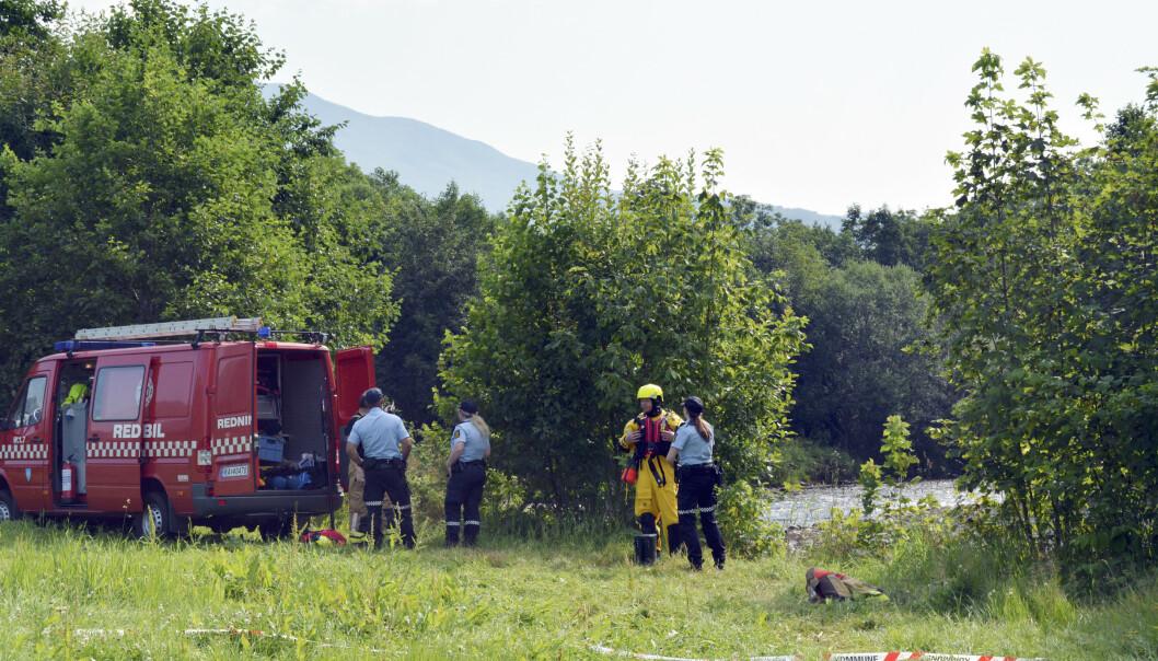 Nødetatene ved stedet der en mann ble funnet omkommet tirsdag. Foto: Svein Aam / Møre-Nytt / NTB scanpix
