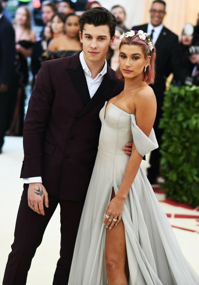 <strong>AVKREFTET:</strong> Shawn Mendes har avkreftet at det var noen romanse på gang med Hailey Bieber. Her er de fotografert sammen på Met-gallaen i 2018. Foto: NTB Scanpix