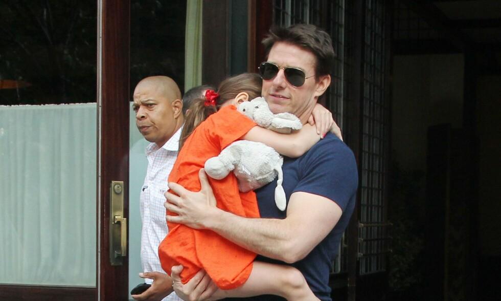 DÅRLIG FORHOLD: Tom Cruise og den nå 13 år gamle datteren Suri skal ha et svært dårlig forhold - og ikke ha omgått hverandre siden 2013. Her er de sammen året før, i 2012. Foto: NTB Scanpix
