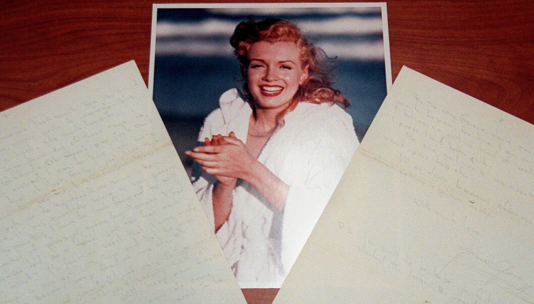 PERSONLIG BREV: I dette brevet, som er skrevet for hånd av Marilyn Monroe, forteller hun at hun gleder seg over å ha fått sjansen til å møte sin far. Hvem denne mannen var, er fremdeles et mysterium. Men mannen som står oppført på fødselsattesten hennes, Martin Edward Mortensen, var halvt norsk. Brevet ble solgt på en auksjon i 1998. FOTO: NTB Scanpix