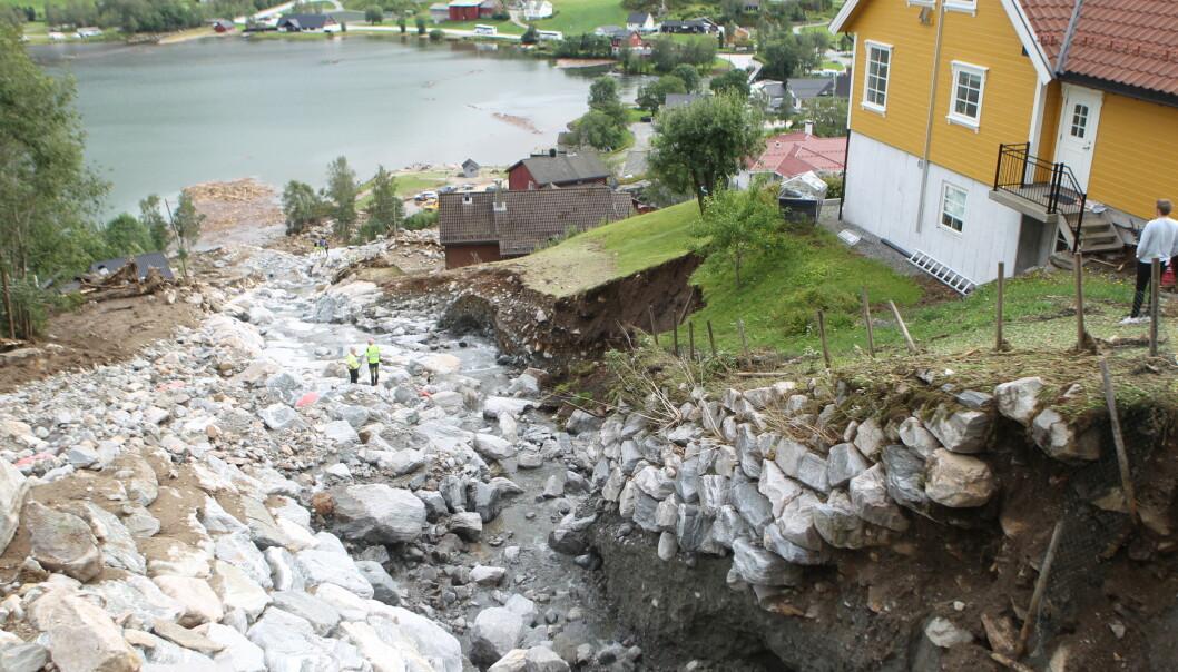 <strong>VASSENDEN:</strong> Her har en av flere elver gått over breddene sine og vasket vekk alt på sin vei. Dette er fra Vassenden. Foto: Stig Roger Eide / Dagbladet
