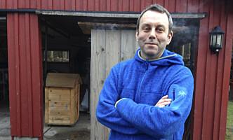 """<strong>TRADISJONSMAT:</strong> Vestlendingen Geir Hopen Nødset driver bloggen """"Far min sitt kjøkken"""", og har både spekerom i kjelleren og røykeri i garasjen. FOTO: Bendik Andrèn Nødset."""