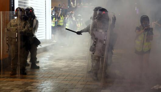 Tåregass mot demonstranter i Hongkong
