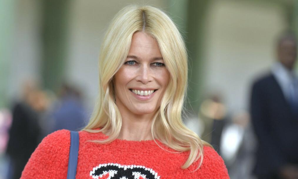 SUPERMODELL: Claudia Schiffer har gjort stor suksess som modell, og har vært å se på utallige magasinforsider. Nå stiller hun svært lettkledd på forsiden av italienske Vogue. Foto: NTB Scanpix