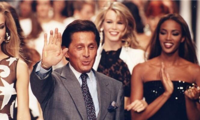 VENNINNER: Claudia Schiffer slo gjennom som modell på samme tid som Naomi Campbell. De to jobbet ofte sammen. Her på catwalken for Valentino i 1991. Foto: NTB Scanpix