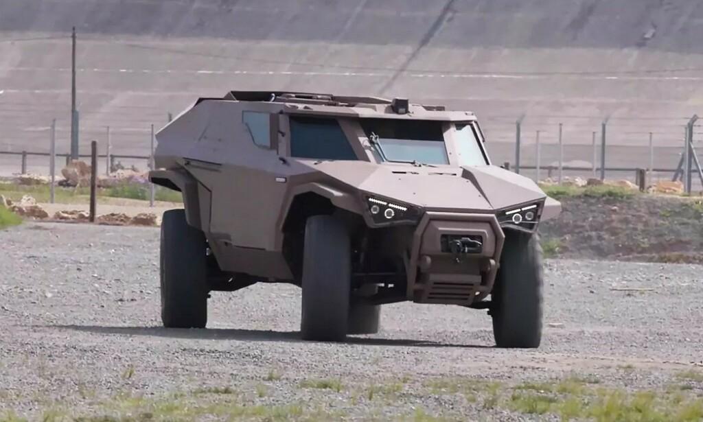SOM EN KRABBE: Bilen er svært manøvrerbar, og kan bevege seg sideveis forbi miner eller rundt hjørner i trange gater. Foto: Arquus