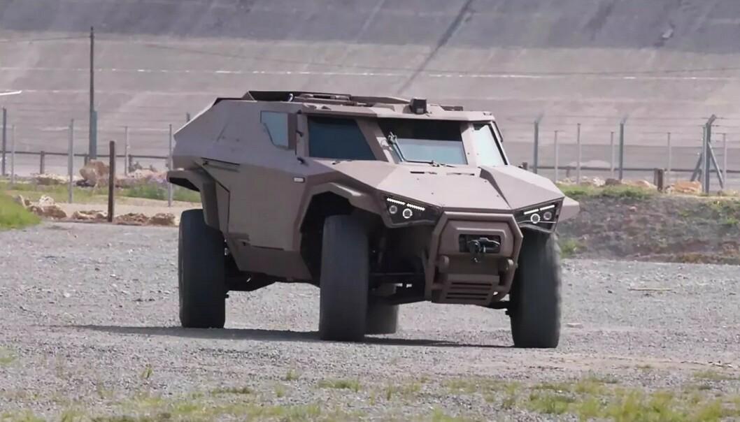 <strong>SOM EN KRABBE:</strong> Bilen er svært manøvrerbar, og kan bevege seg sideveis forbi miner eller rundt hjørner i trange gater. Foto: Arquus