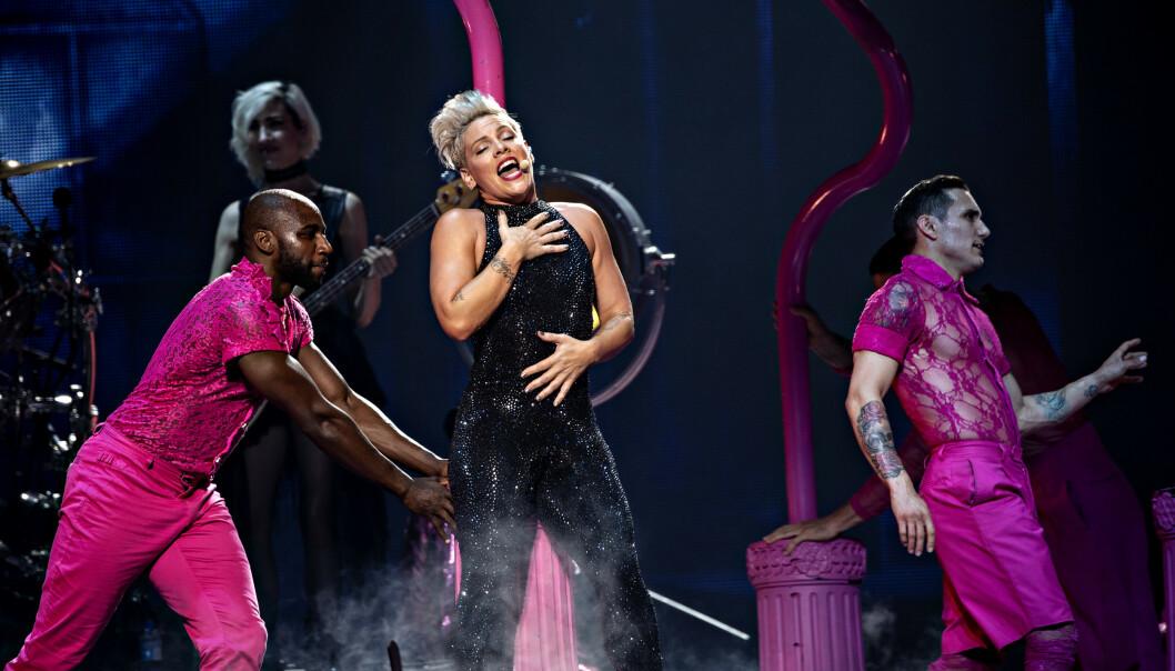 SPILTE I NORGE: Pink holdt konsert foran et utsolgt Telenor Arena mandag kveld. Artisten var ikke om bord på ulykkesflyet, opplyser dansk politi. Foto: Nina Hansen / Dagbladet