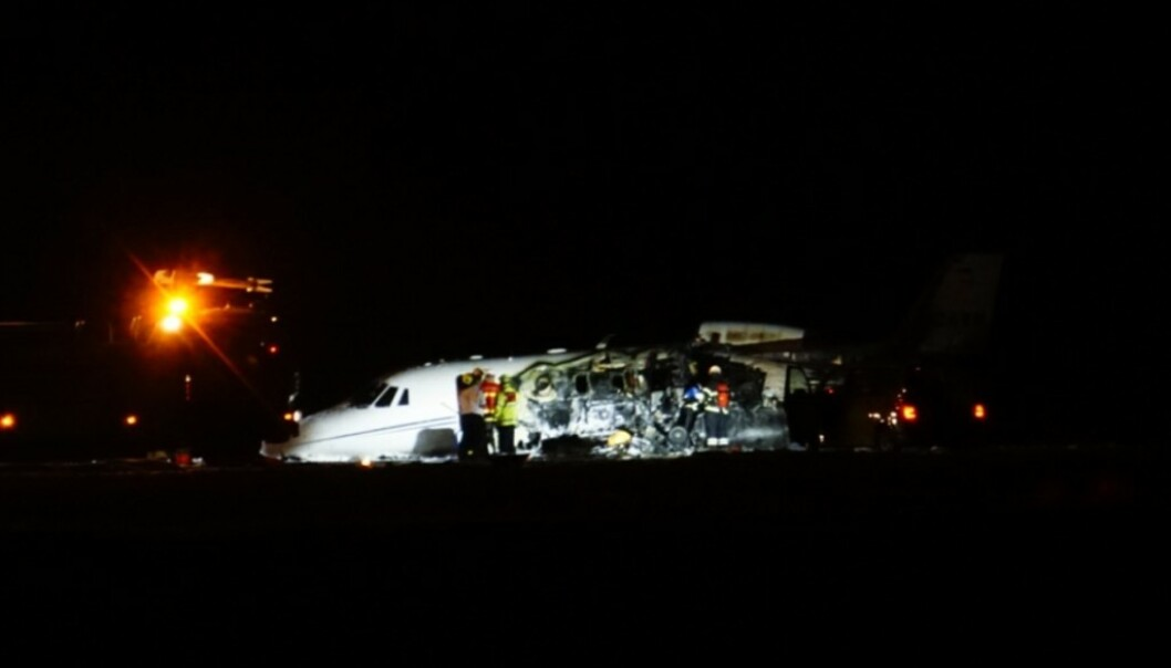 <strong>I BRANN:</strong> Privatflyet begynte å brenne ved Århus lufthavn natt til tirsdag. Foto: Ritzau Scanpix