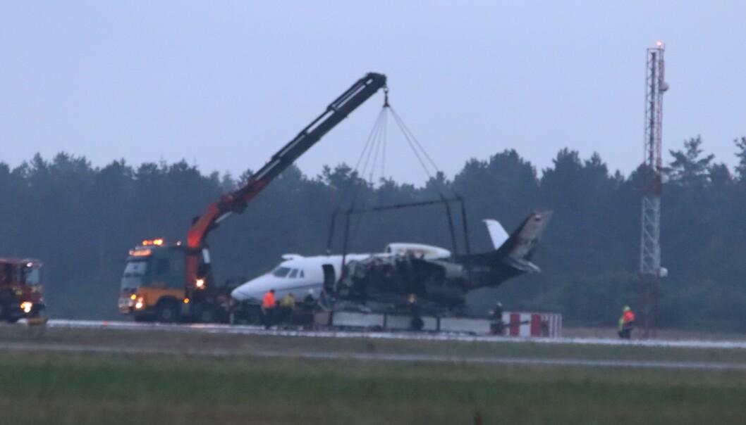 TOK FYR: Det tyskeide Cessna-flyet tok fyr under landing i Århus natt til tirsdag. Foto: Ritzau Scanpix