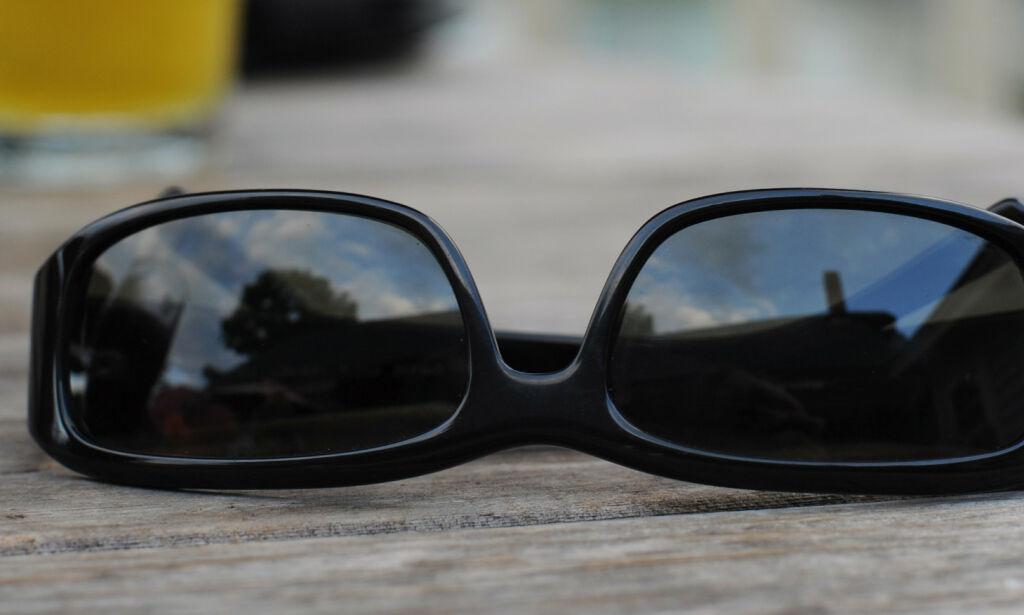image: Hans (50) glemte solbrillene i Syden - må betale over 1300 kroner for å få dem tilbake