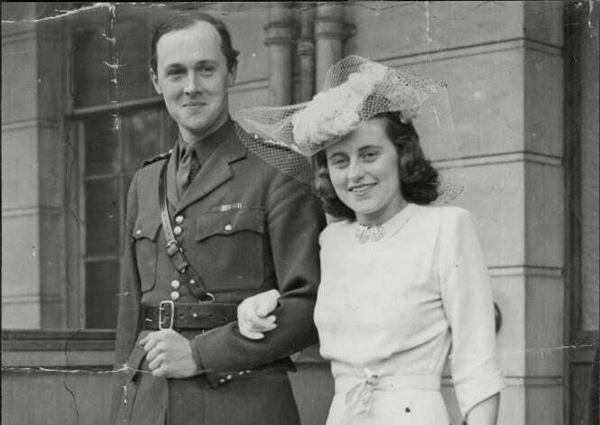KORT EKTESKAP: Kennedy-søsteren Kathleen Agnes Kennedy var bare gift med den britiske adelsmannen William Cavendish i fire måneder, før han ble skutt og drept som følge av andre verdenskrig. Selv omkom hun i en flystyrt i 1948. Bildet er fra bryllupet i mai 1944. FOTO: NTB Scanpix