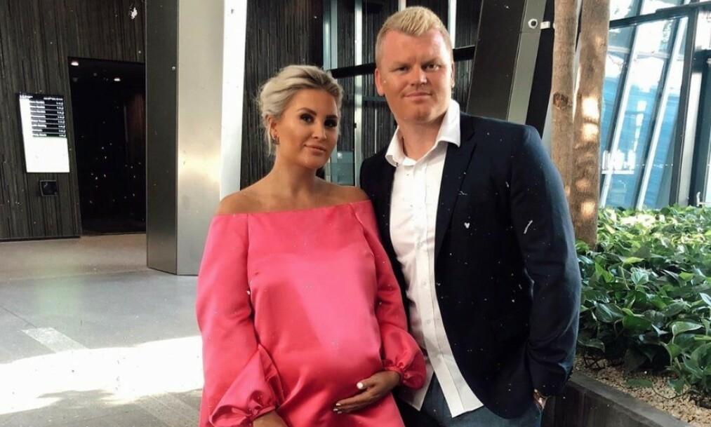 BLIR FORELDRE: Louise Angelica Riise og ektemannen John Arne Riise blir snart foreldre. Nå er hun en uke over termin. Foto: Instagram