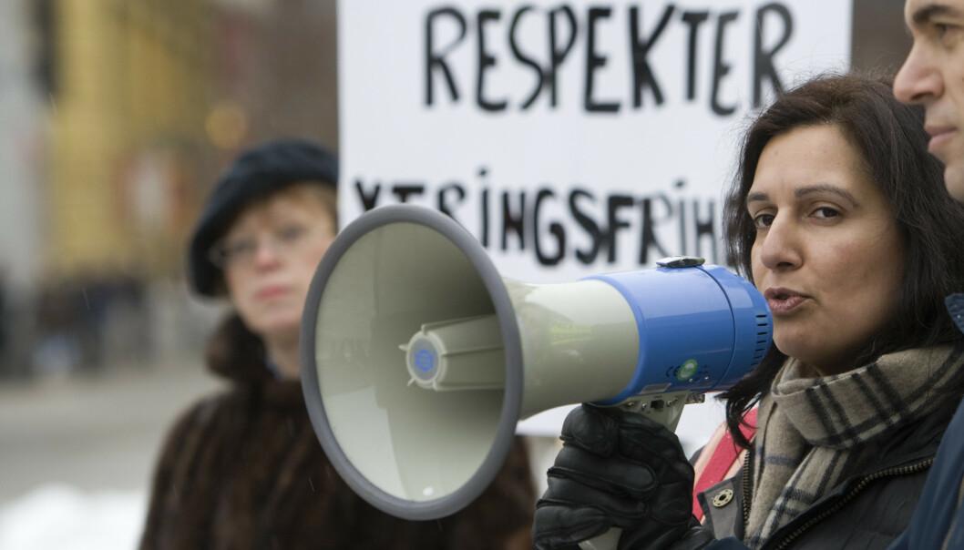 <strong>POLITIKER:</strong> Tina Shagufta Kornmo er kirurg og Venstre-politiker, og nå aktuell med boka «Norsk nok. Mine, dine eller våre verdier». Her fra en demonstrasjon i 2010, til støtte for den danske karikaturtegneren Kurt Westergaard. Foto: NTB SCANPIX