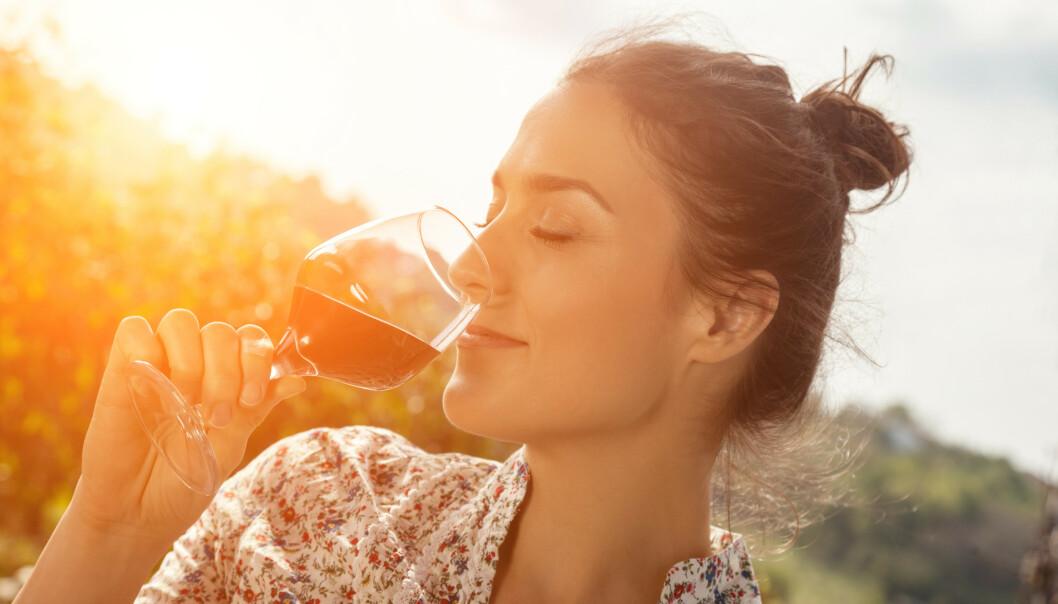 <strong>ALKOHOL:</strong> Har du hørt om mindful drinking? - Det handler om å se på alkoholvanene du har. FOTO: NTB Scanpix