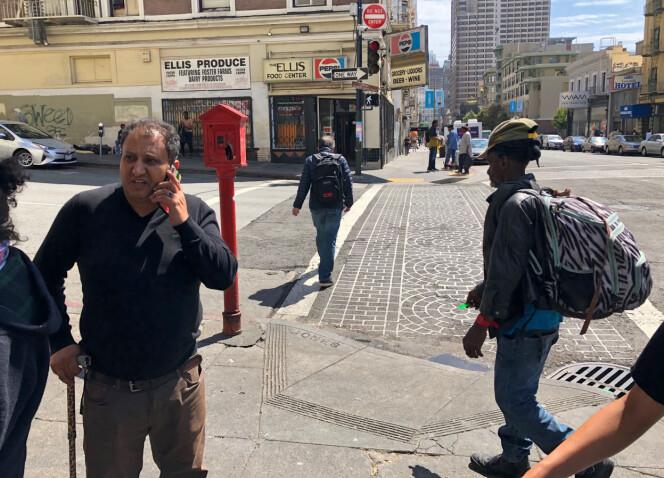 BLITT BEDRE: Ahmed Al Barak sier at tilstandene har blitt bedre i hans område. Men han etterlyser enda flere doer. Et på hvert hjørne hadde vært ideelt. Foto: AP Photo