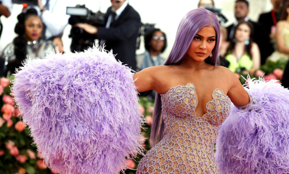 SPARER IKKE PÅ NOE: Realitystjernen og sminkemogulen Kylie Jenner er for tiden i Italia med venner og familie for å feire 22-årsdagen sin på lørdag. Foto: NTB Scanpix