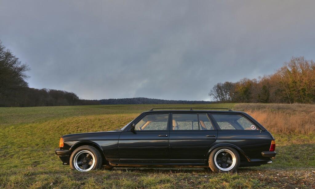 EKSKLUSIV: W123 var en veldig dyr bil da den var ny. På denne har man gjort ALT: Det vil si skinn i hele interiøret og skikkelige stoler fra Recaro. Alt er restaurert tilbake til original stand. Foto:Will Williams