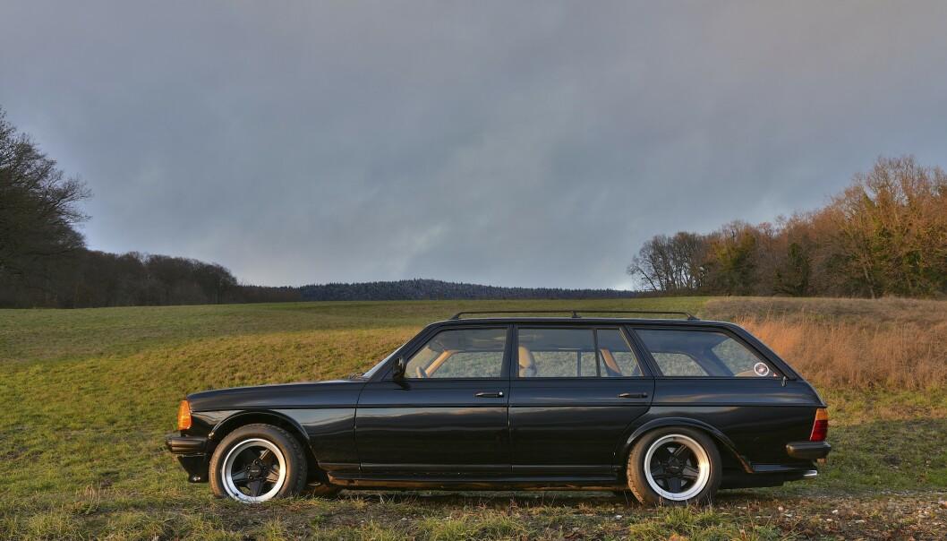 <strong>EKSKLUSIV:</strong> W123 var en veldig dyr bil da den var ny. På denne har man gjort ALT: Det vil si skinn i hele interiøret og skikkelige stoler fra Recaro. Alt er restaurert tilbake til original stand. Foto:Will Williams
