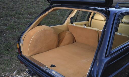 MER ENN MUSKLER: Bilen har ikke bare en gedigen motor - den har også et gedigent bagasjerom! Foto: Will Williams
