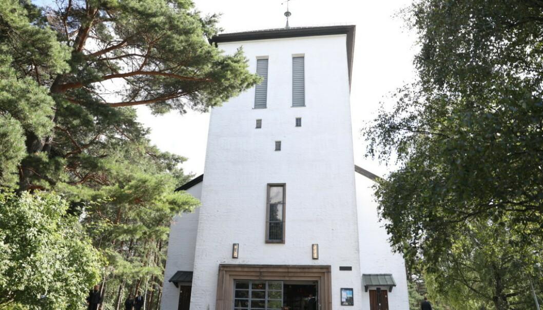 FULLSATT KIRKE: Det var en fullsatt kirke som tok farvel med Nicolai Roan fredag. Foto: Christian Roth Christensen / Dagbladet