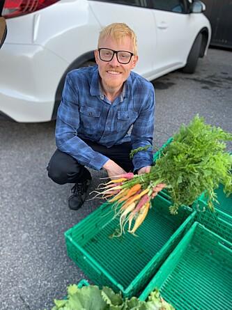 FACEBOOK-BONDE: Christopher Lomholt tilbyr sine grønnsaker på Facebook og er fornøyd med at Bygdøy Reko-ring har avhold sin første avlevering.
