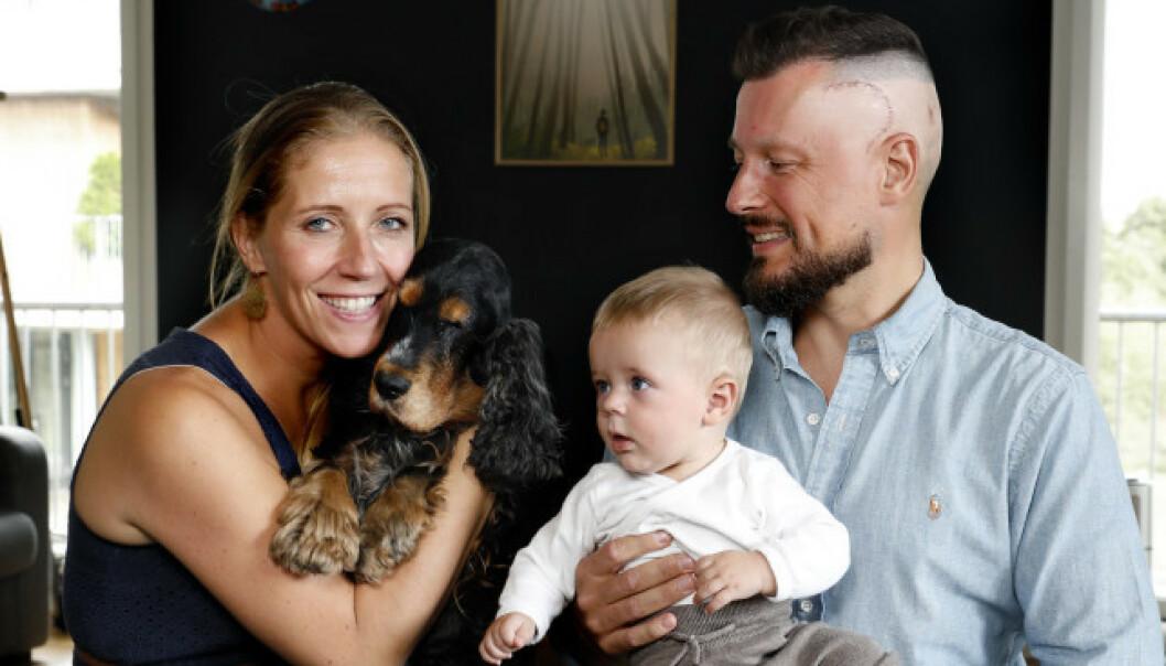 FAMILIEN: Nina Jensen og Nicolai Roan med sønnen Eik i fjor sommer. Foto: Kristin Svorte / Dagbladet