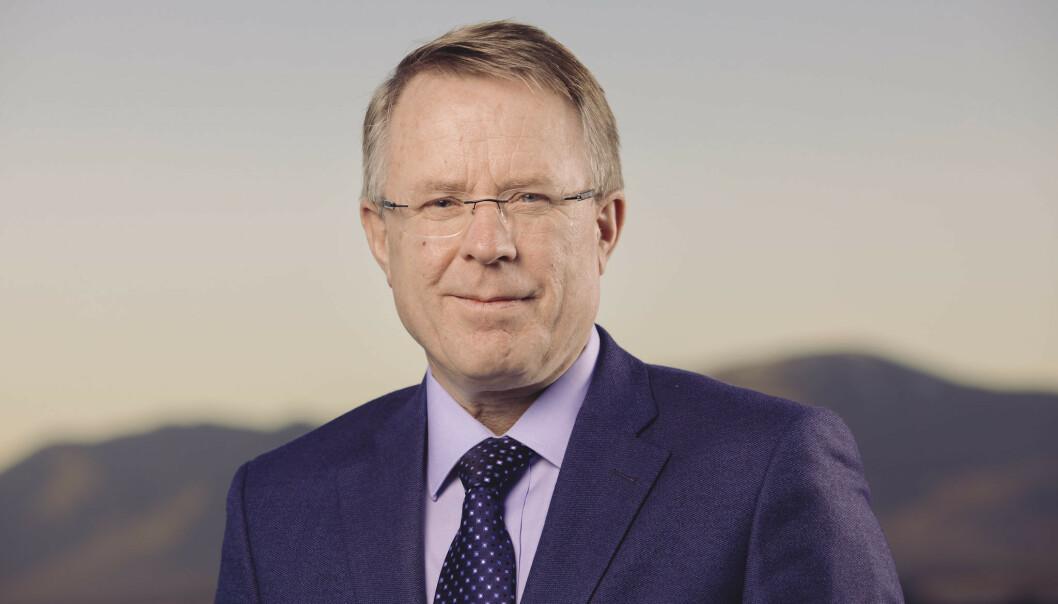 REISTE MYE: Bård Magne Pedersen, tidligere fylkesmann i Troms, var aktiv i tjenesten. Han leide også kjole og hvitt til slottsmiddag på skattebetalernes regning. Foto: Fylkesmannen i Troms