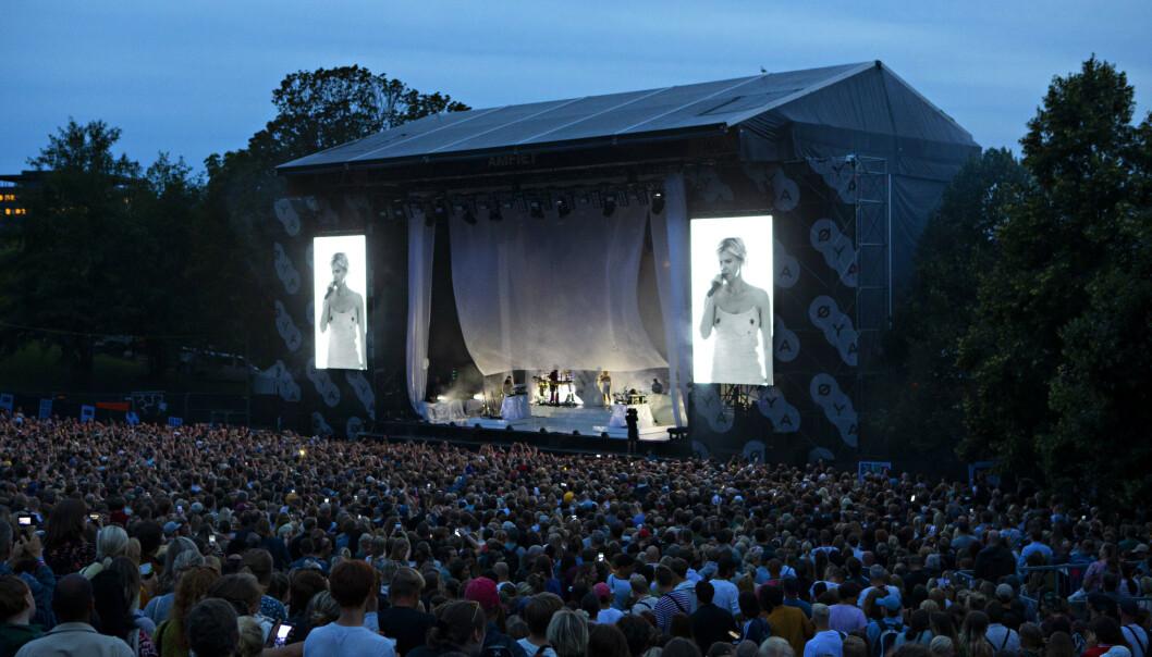 STINN BRAKKE: Øya-publikummet hadde åpenbart savnet Robyn. Under konserten fredag folk sto tusenvis som sild i tønne. Foto: Frank Karlsen / Dagbladet