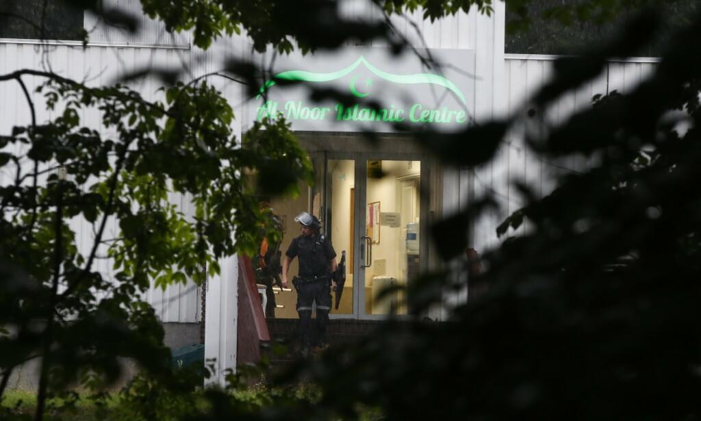APPARAÎT: Une personne a été tuée par balle dans la mosquée al-Noor Islamic Centre à Bærum samedi après-midi.  L'étendue des dégâts est inconnue.  La police a arrêté un agresseur.  Photo: NTB Scanpix