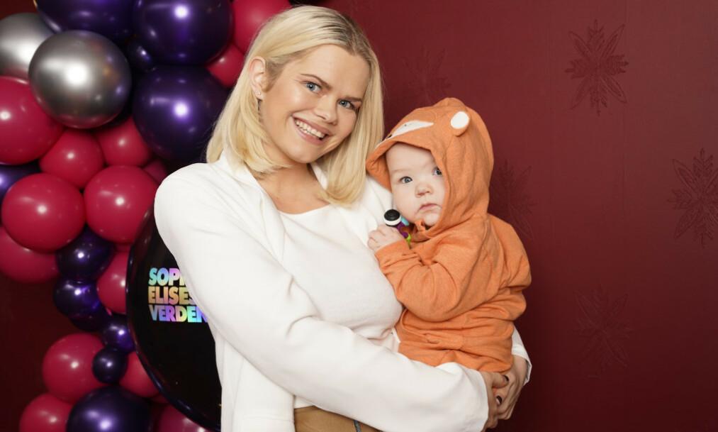 <strong>ANSETTER AU PAIR:</strong> Toppblogger Julianne Nygård, bedre kjent som «Pilotfrue», åpner opp om familiens beslutning om å ansette en au pair. Foto: NTB Scanpix