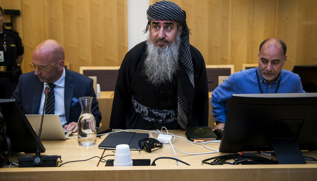 Mulla Krekar (i midten) sammen med forsvarer Brynjar Meling (til venstre) under Oslo tingretts behandling av fengslingsbegjæringen nylig. Foto: Carina Johansen / NTB scanpix