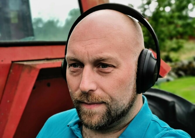 <strong>KOMFORTABLE:</strong> Bose' nye hodetelefoner med støydemping ligger komfortabelt mot øret, men er litt tyngre og presser noe sterkere enn sine forgjengere. Foto: Pål Joakim Pollen