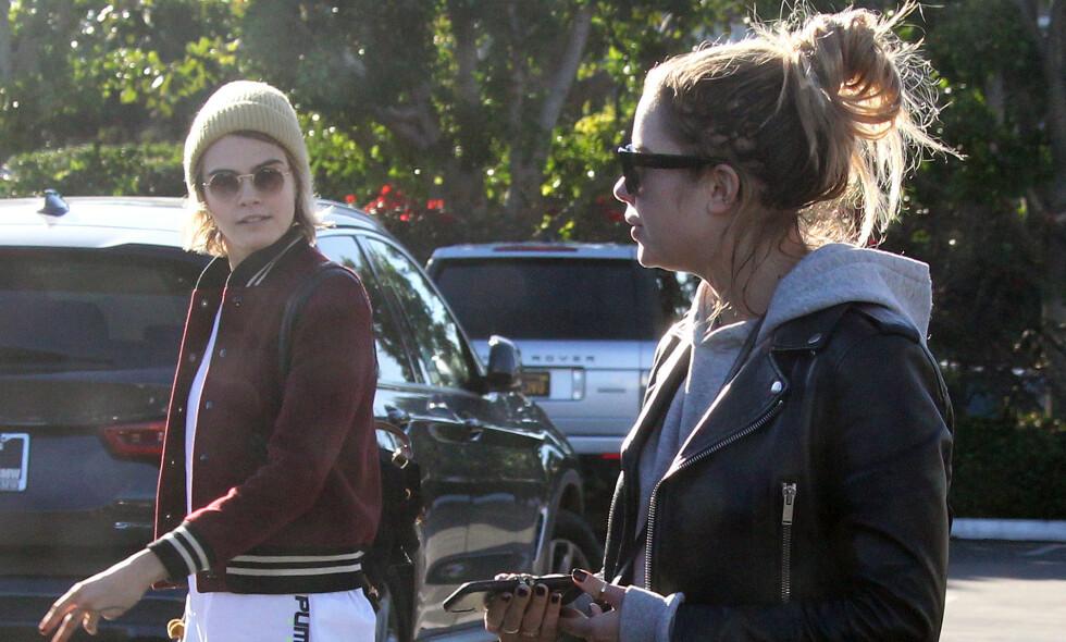 KJÆRESTER: I et nytt intervju forteller Cara Delevingne at hun ikke nødvendigvis var på utkikk etter kjæreste da hun møtte Ashley Benson. Foto: NTB Scanpix