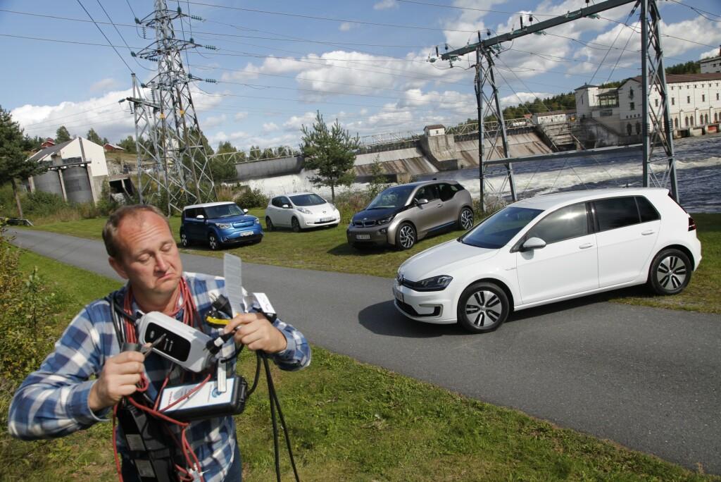 EL ELLER IKKE? Kantar har spurt folket om elbil, bompenger, bilhold og miljø. Svarene gir noen overraskelser. Foto: Espen Stensrud