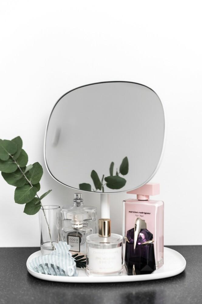 Vakre parfymeflakonger og andre fine krukker og flasker kan danne flotte stilleben. FOTO: Julie Witterup og Mikkel Dahlstrøm/Another Studio