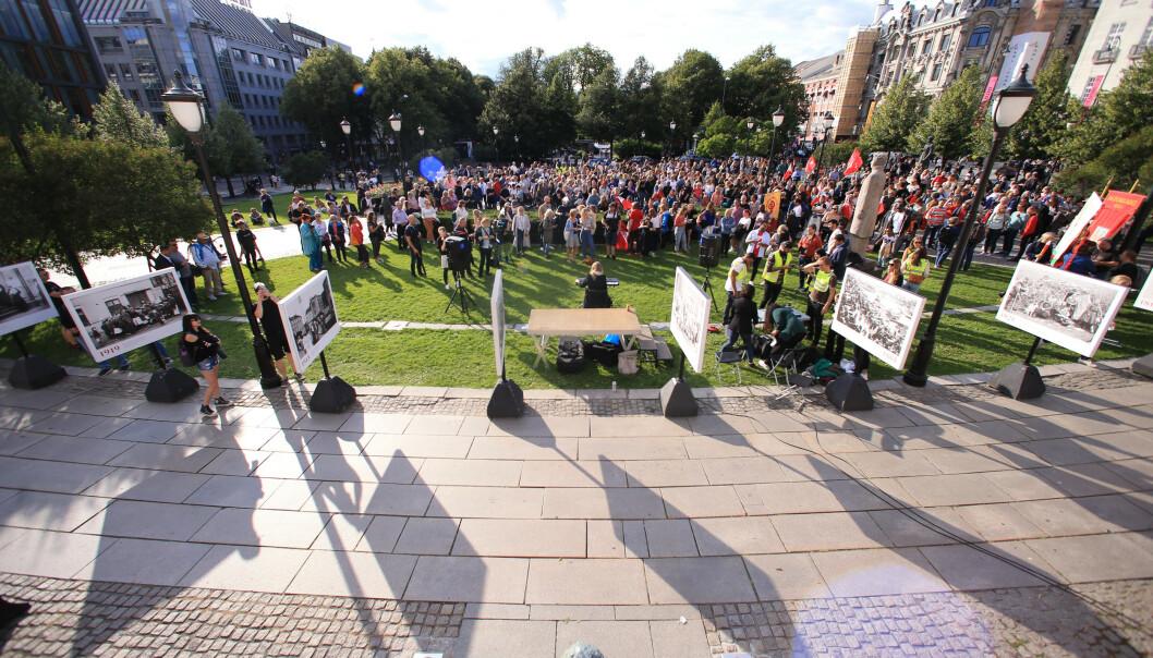 Markering mot muslimhat og terror foran Stortinget