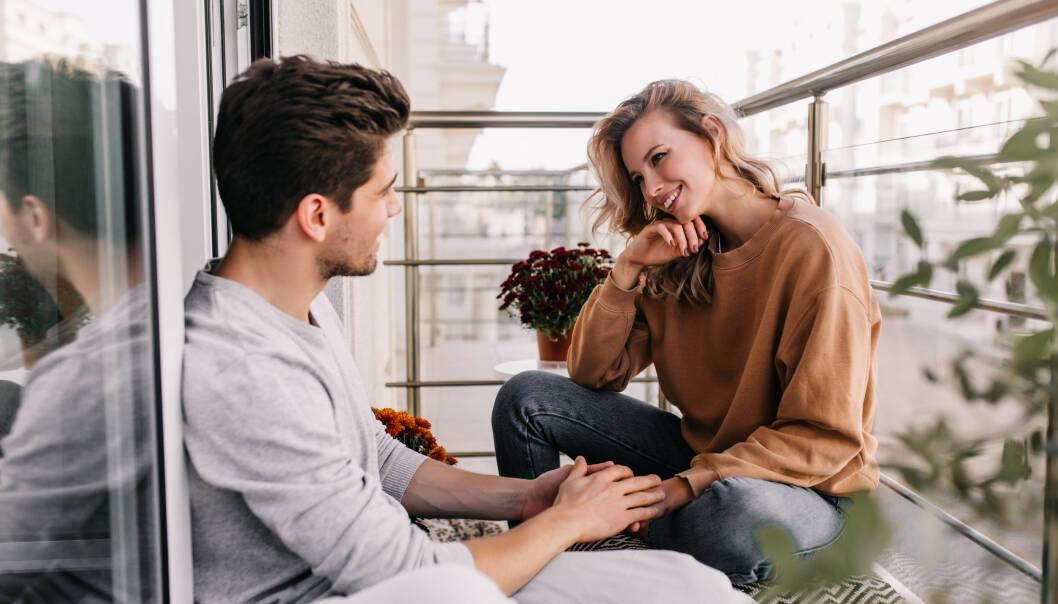 KOMMUNIKASJON: Hva gjør du hvis du vil snakke med partneren din om følelser, men alt partneren din vil er å snakke om ting? Eller vice versa? FOTO: NTB Scanpix