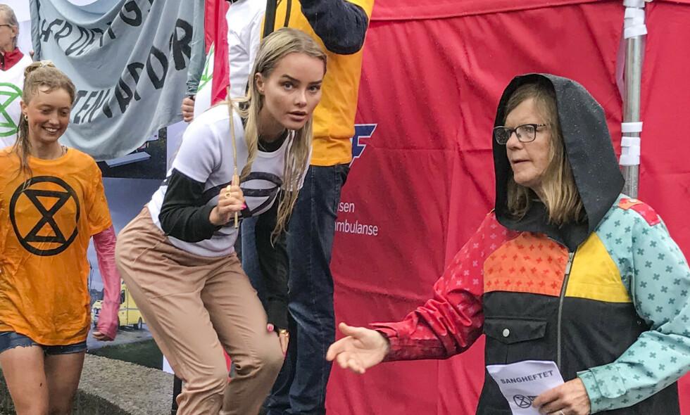 AKTIVIST: Bloggeren Sophie Elise Isachsen deltok i en demonstrasjon i regi av klimaktivistene i Extinction Rebellion i Arendal under Arendalsuka torsdag. Foto: Toril Fjørtoft Lohne / NTB Scanpix