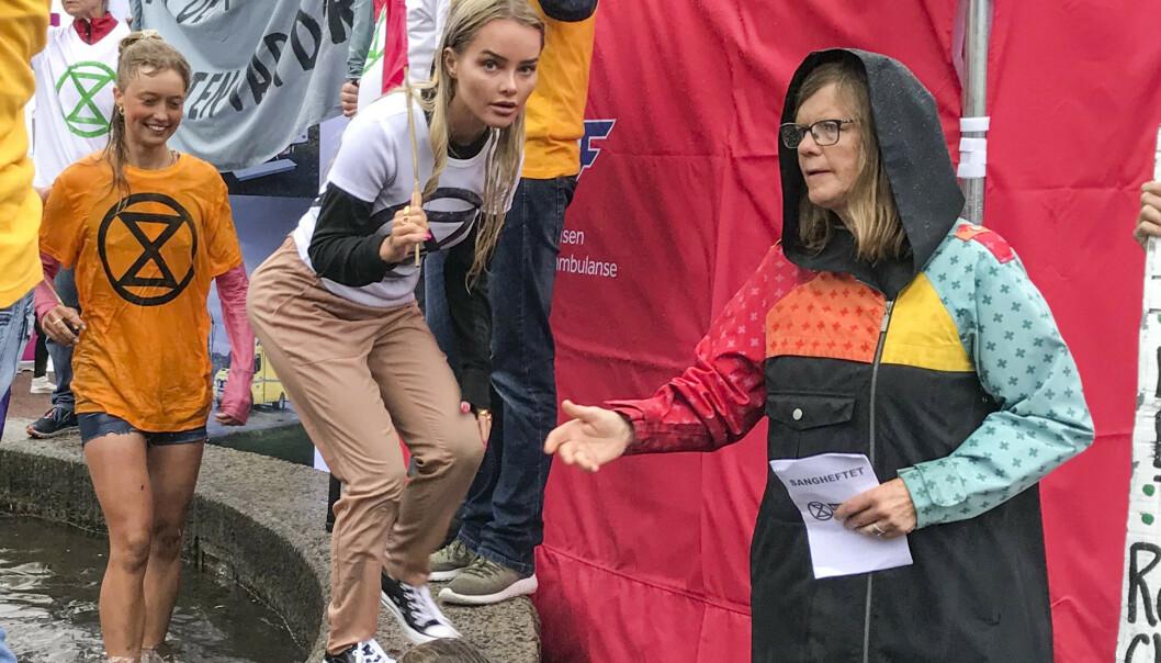 Bloggeren Sophie Elise Isachsen deltar i en demonstrasjon i regi av klimaktivistene i Extinction Rebellion i Arendal under Arendalsuka torsdag. Foto: Toril Fjørtoft Lohne / NTB scanpix
