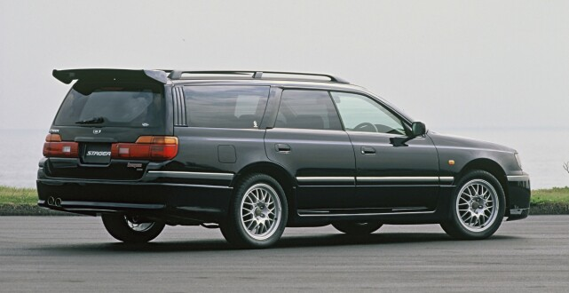 NISSAN STAGEA 260RS: Produsert i 1996-2001, i 1734 eksemplarer. Foto: Simon Fox Syndication