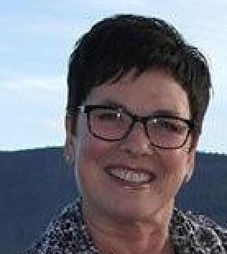 <strong>ALLERGISK:</strong> Kristin Bugge Søyland (59) mistet nesten livet da hun ble stukket av veps. Nå tør hun endelig gå tur alene, etter fem år med vaksinering. FOTO: Privat.