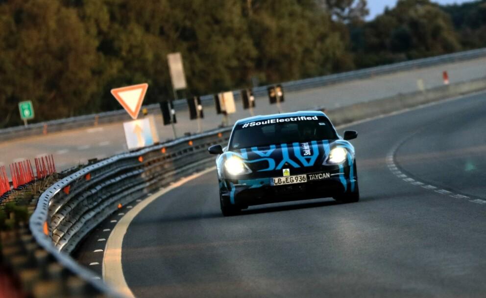 LANGDISTANSE: Porsche har satt ny rekord i langdistanse med elbil. Foto: Porsche
