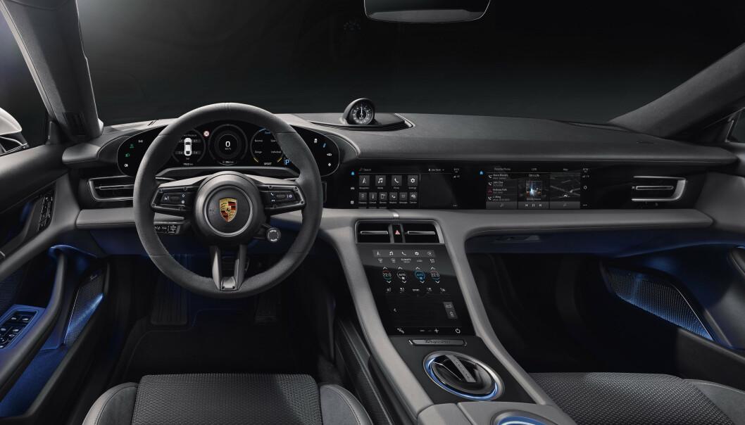 STILRENT: Interiøret i nye Taycan er inspirert fra 63-modell Porsche 911. Foto: Porsche