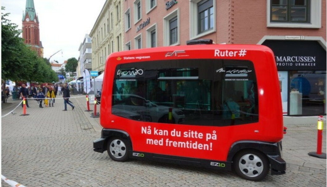 <strong>SMÅ BUSSER FØRST:</strong> Forskerne ved Transportøkonomisk institutt tror at små busser som dette vil bli de første kjøretøyene som klarer seg helt selv. Foto: Ruter