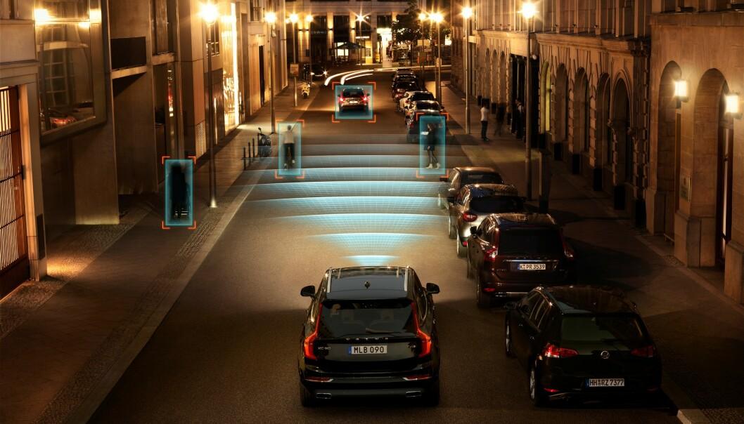 <strong>KAN GI KAOS:</strong> Dersom politikerne ikke tar styring og lager et klart regelverk, kan selvkjørende biler komme til å skape kaos, konkluderer rapporten fra Transportøkonomisk institutt. Foto: Volvo