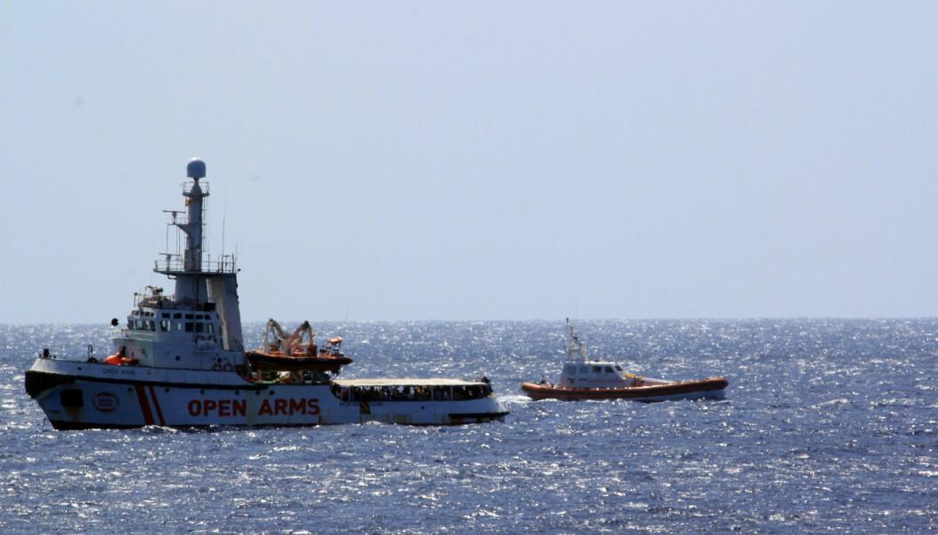 106 voksne og to enslige mindreårige er fortsatt igjen på skipet, som drives av den spanske hjelpeorganisasjonen Proactiva Open Arms. Foto: Elio Desiderio / ANSA Via AP / NTB scanpix