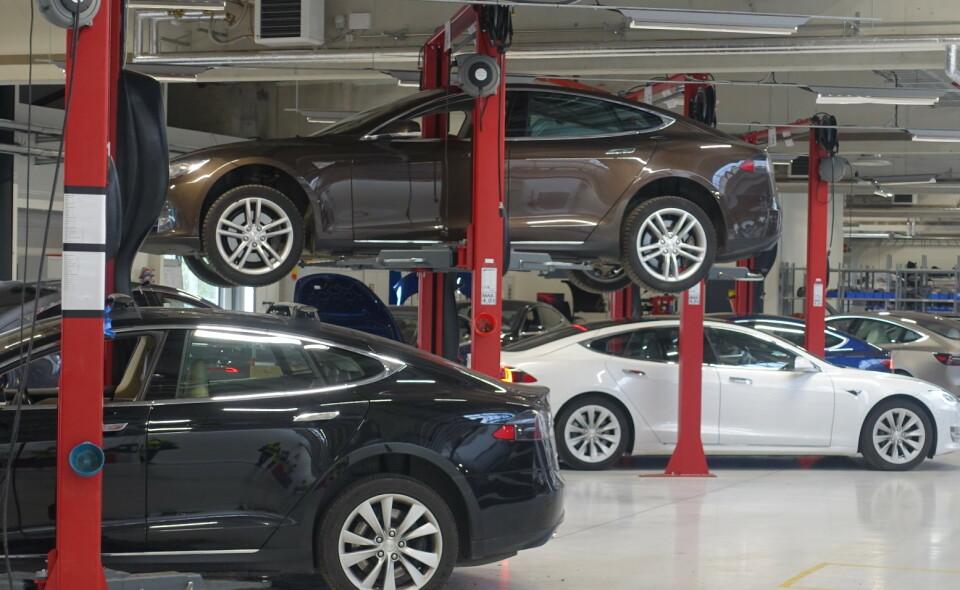 OFTERE SKADER: Elbiler får oftere skader enn fossilbiler, Tesla er verst, ifølge Bilbransje24 sin skadestatiskk. Foto: Christina Honningsvåg